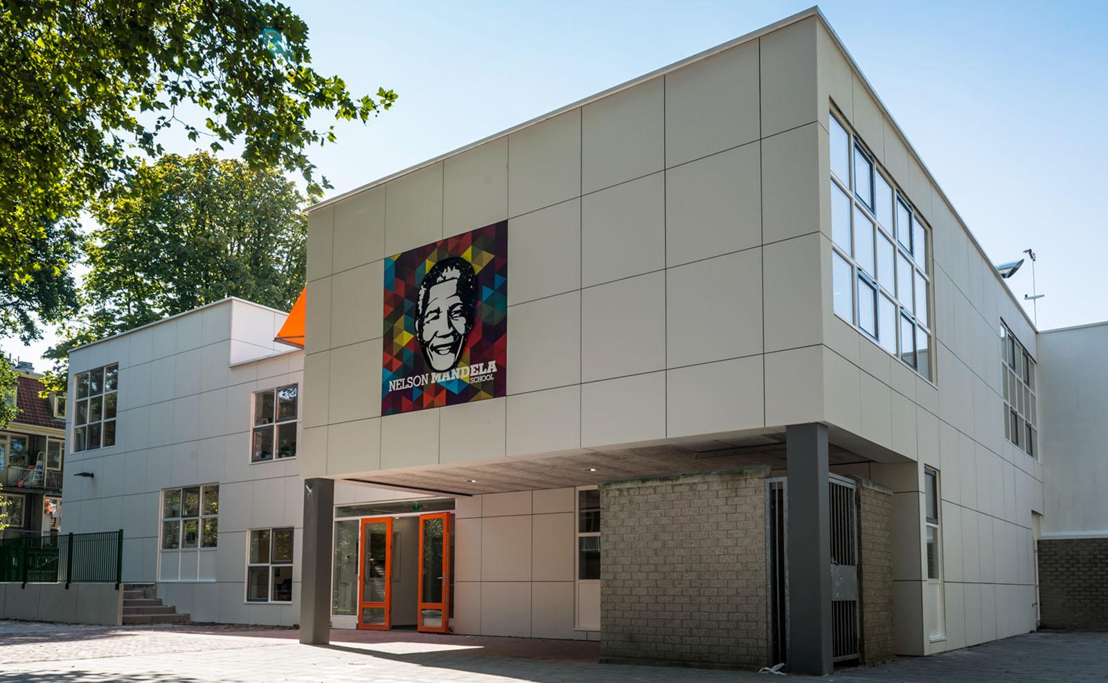 Outdoorsign Nelson Mandela School