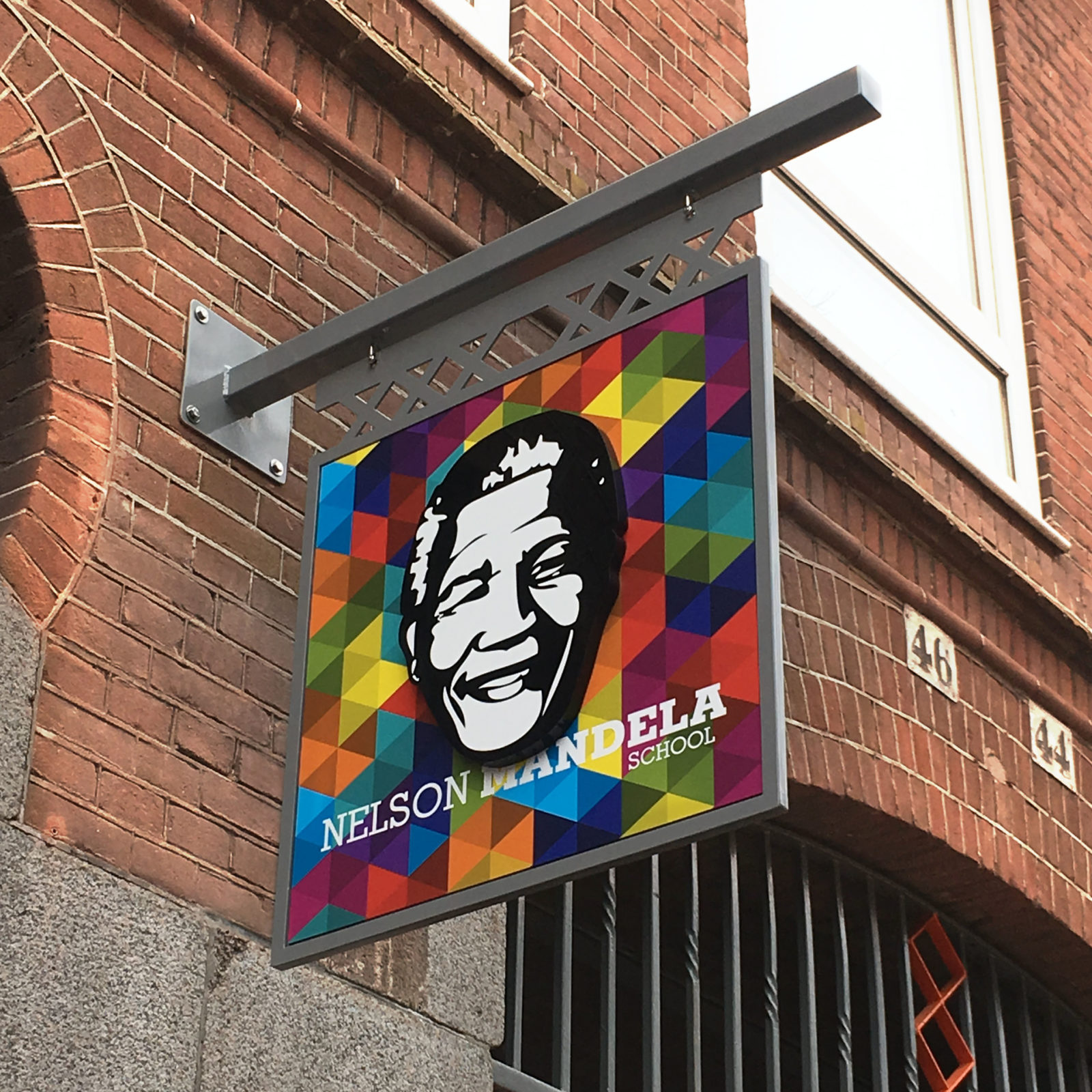 Haaks Outdoorsign Nelson Mandela School